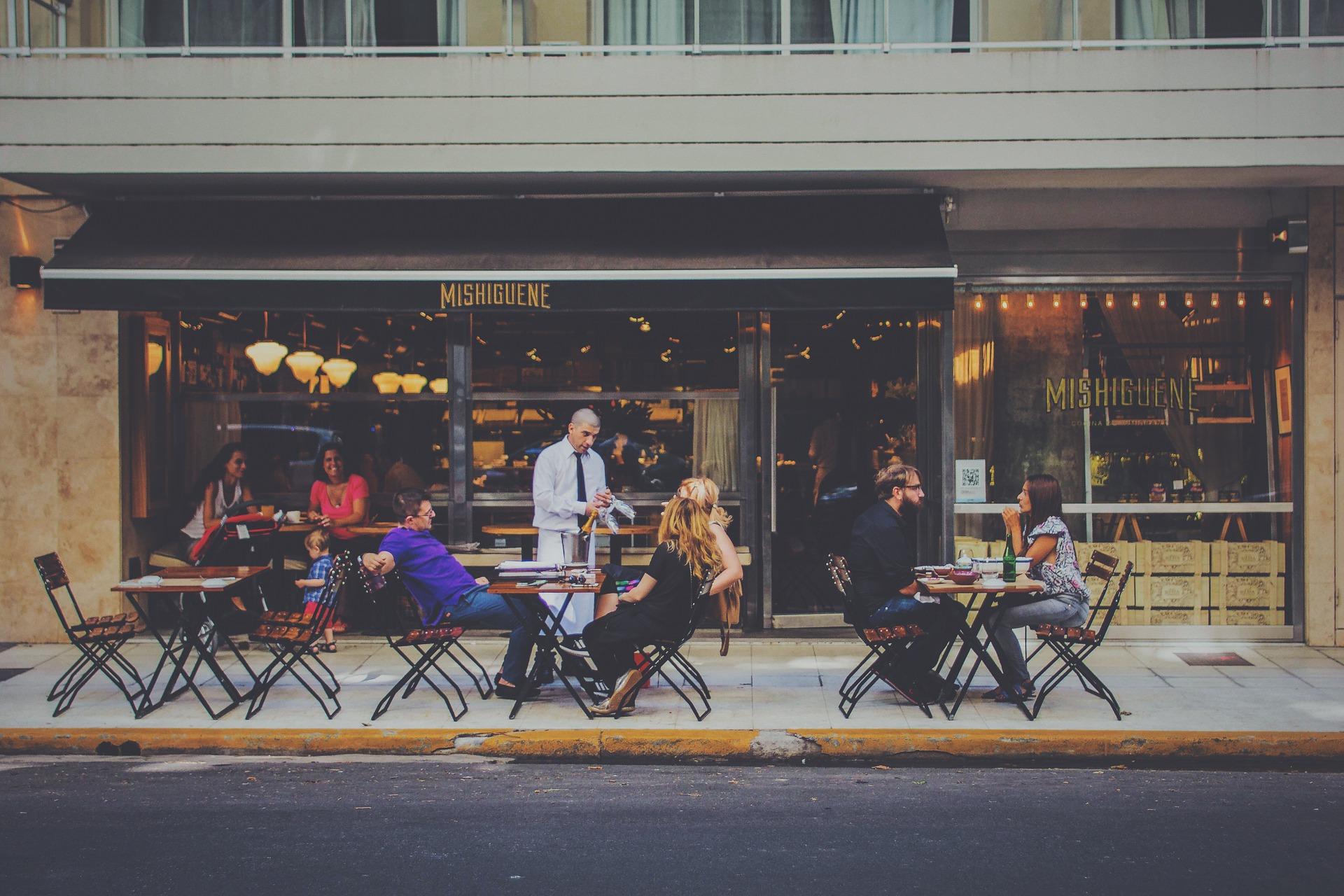 Wie man mit Social Media für Restaurants mehr glückliche Kunden gewinnen kann.